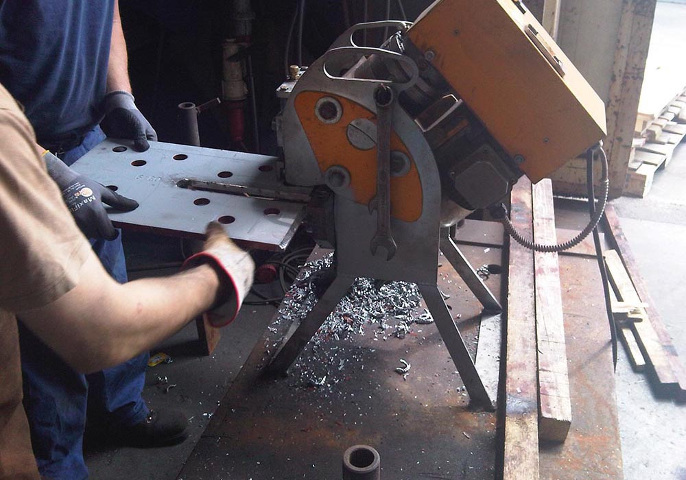 lavorazioni_e_preassemblaggio_taglio_metallo_Facchin_Engineering